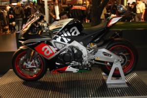 Eicma-2015-Aprilia-Supersportler1-300x200