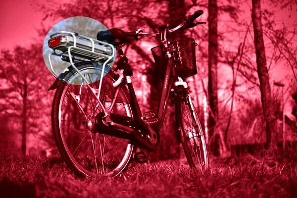E-Bike mit Gepäckträger Akku